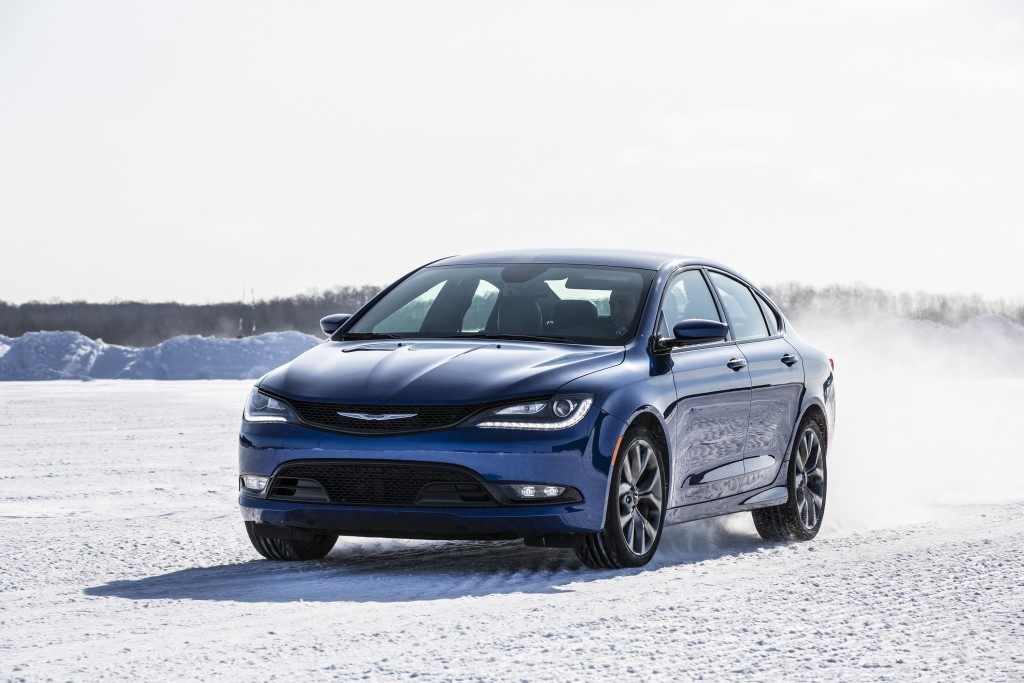 chrysler 200 awd in snow autos post. Black Bedroom Furniture Sets. Home Design Ideas